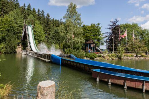 Das Bild zeigt eine Wildwasserbahn im Fort-Fun-Abenteuerland Bestwig