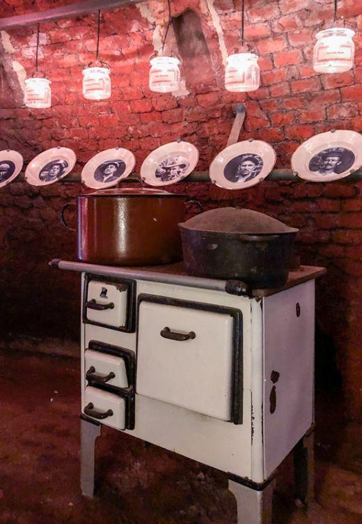 Das Bild zeigt eine alte Küche in der Zeche Nachtigall