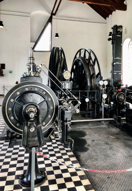 Das Bild zeigt eine Dampffördermaschine in der Zeche Nachtigall