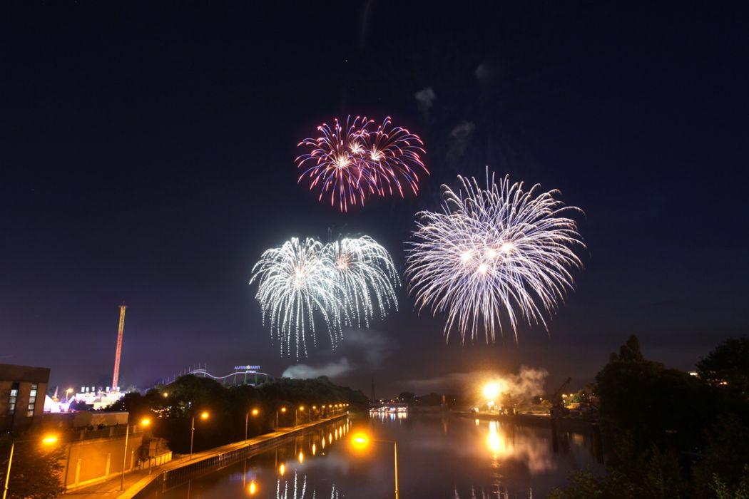 Das Foto zeigt das Feuerwerk auf der Cranger Kirmes in Herne