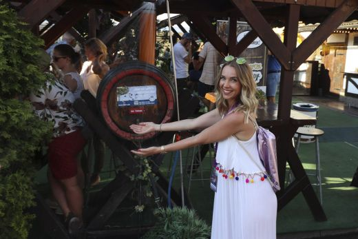 Das Foto zeigt Sandra auf der Cranger Kirmes