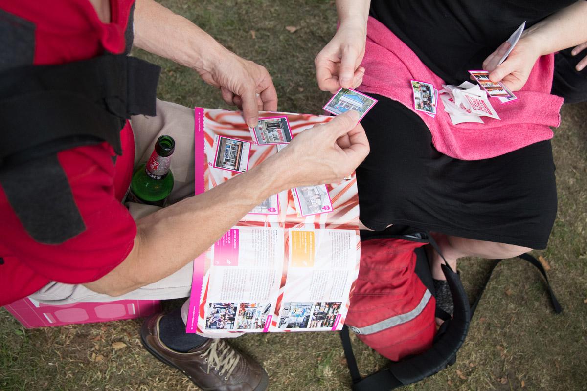 Das Foto zeigt das Sammelheft vom 1. Tag der Trinkhallen