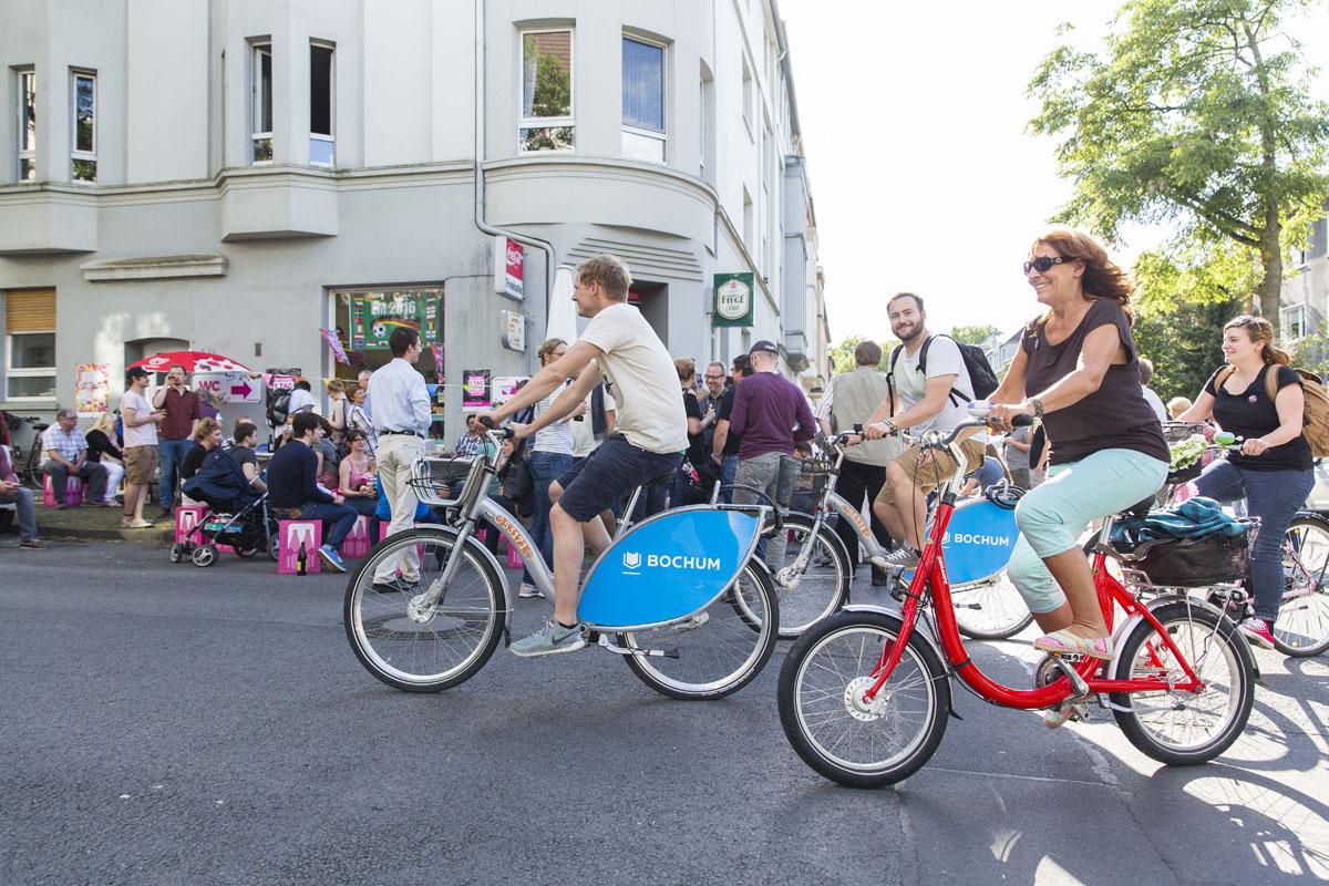 Das Foto zeigt Radfahrer beim Tag der Trinkhallen