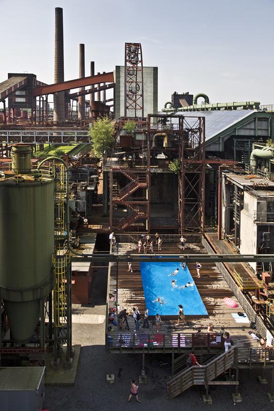 Das Bild zeigt das Werksschwimmbad der Zeche Zollverein.