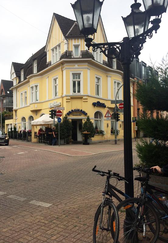 """Das Foto zeigt das Brauhaus """"Saarner Hof"""" in Mülheim an der Ruhr"""