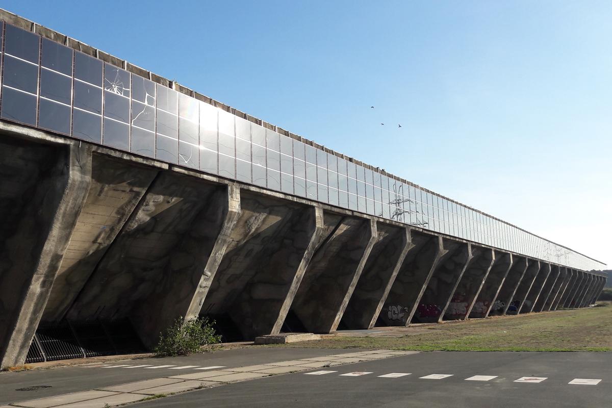 Das Foto zeigt den Erzbunker eines früheren Stahlwerks.