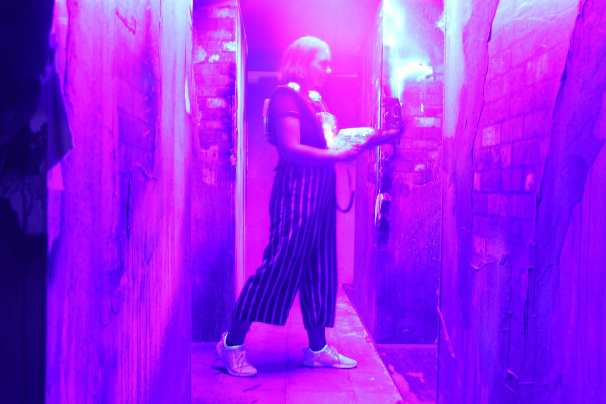 Das Bild zeigt Anna in der Laserzone Essen.