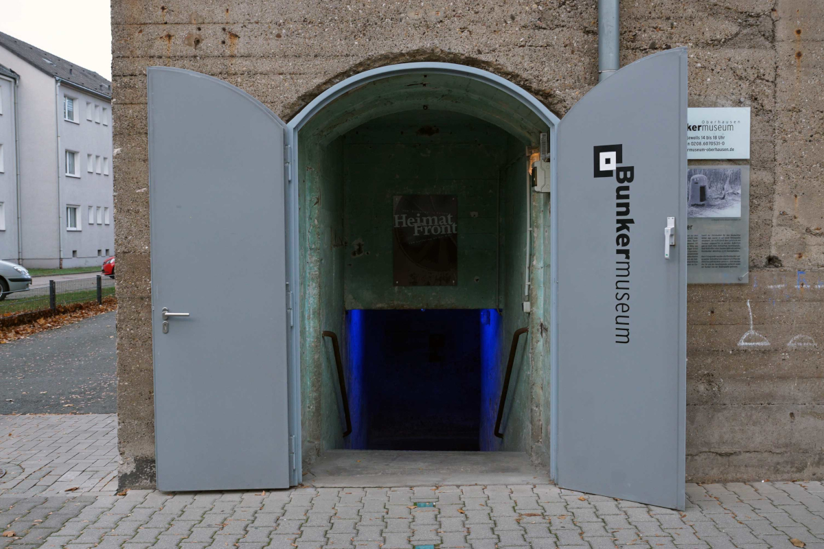Das Bild zeigt den Eingang des Bunkermuseum in Oberhausen