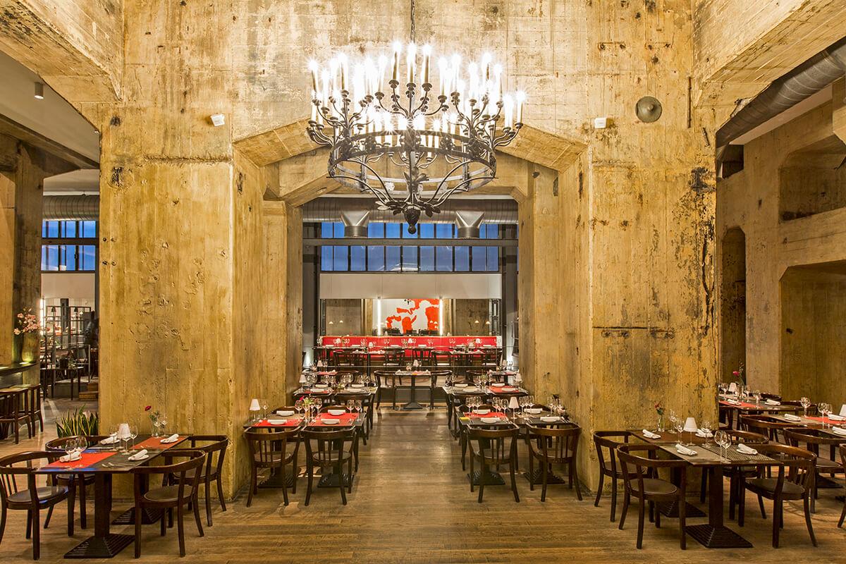 Das Bild zeigt den Innenraum des Restaurants CASINO.