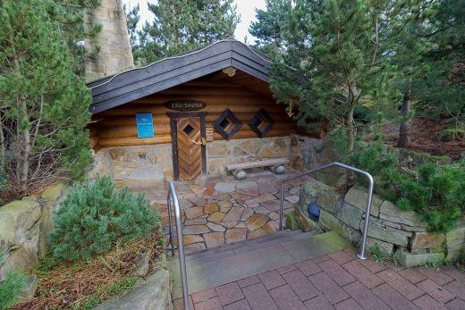 Das Foto zeigt die Erd-Sauna im Freizeitbad Heveney