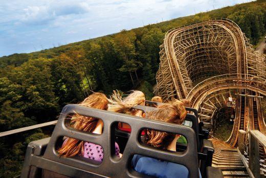 Das Foto zeigt die Holzachterbahn im Movie Park Germany