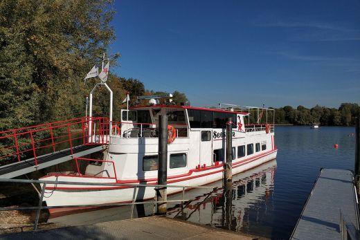 Das Foto zeigt das Fahrgastschiff Seestern auf der Xantener Südsee