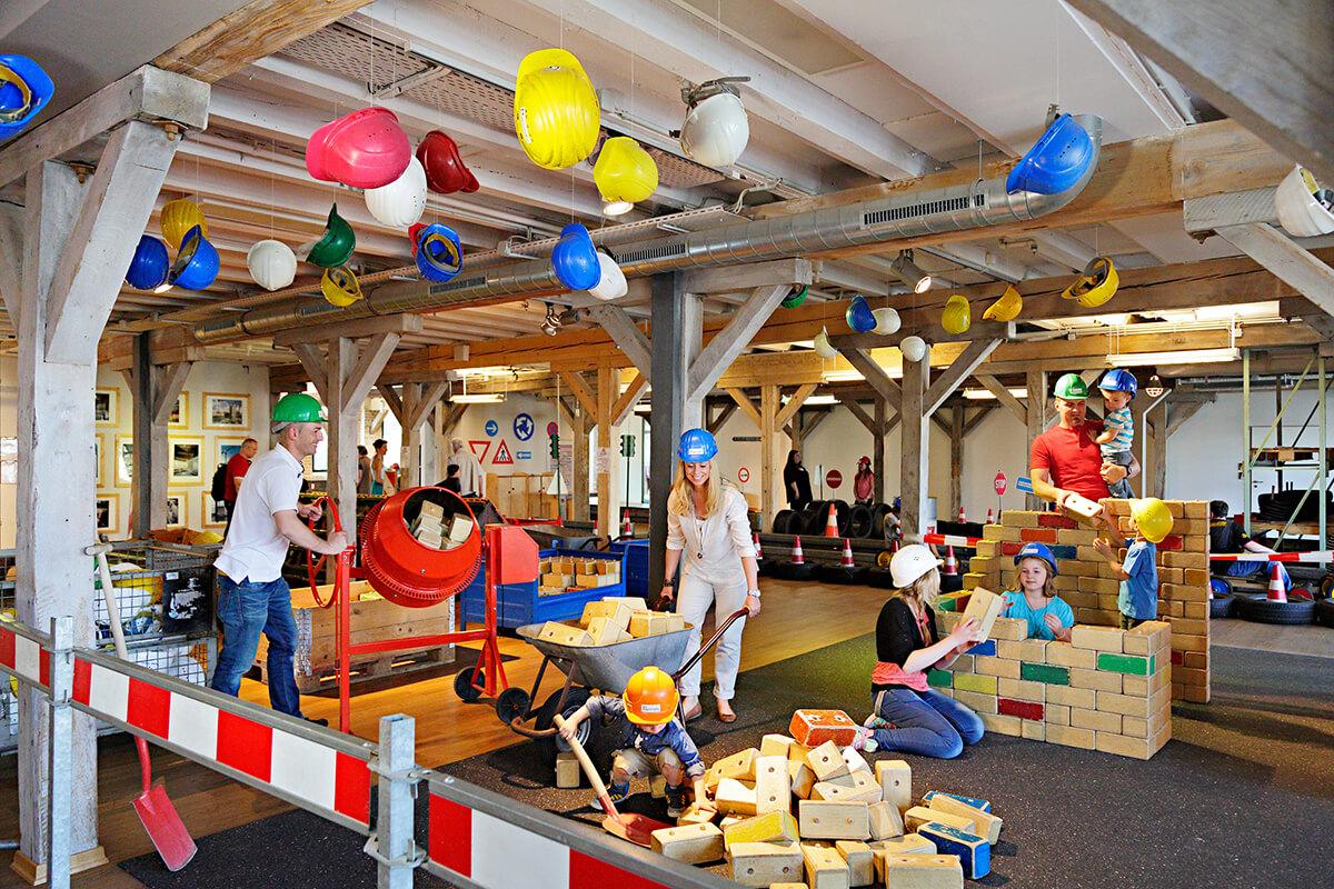 Das Foto zeigt spielende Kinder im Explorado Kindermuseum in Duisburg