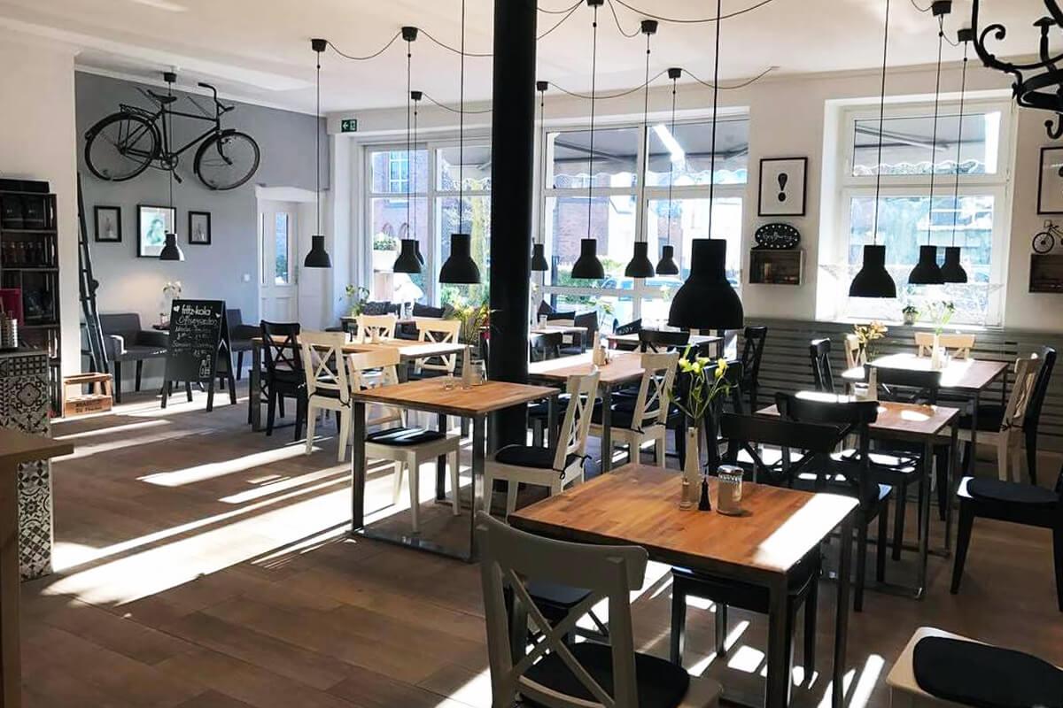 Das Bild zeigt die Einrichtung des Cafes Großartig