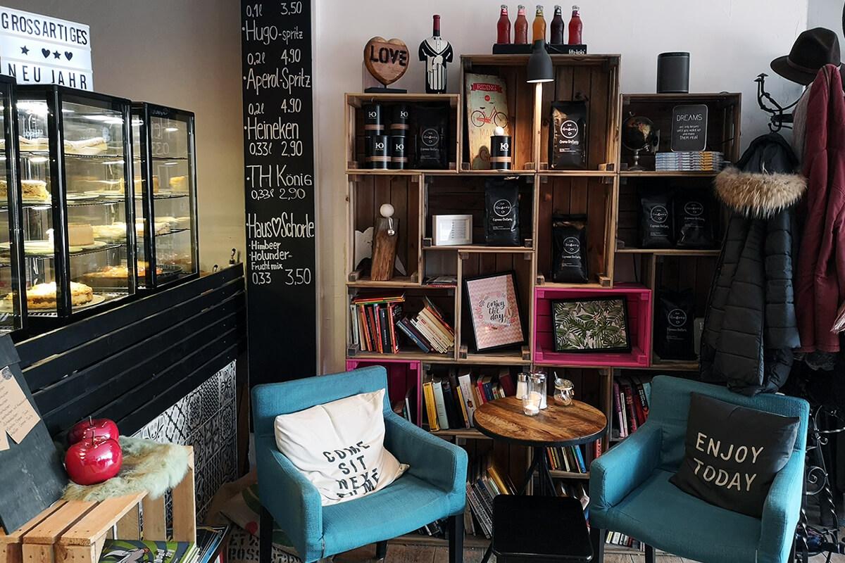 Das Bild zeigt die Inneneinrichung des Cafe Großartig