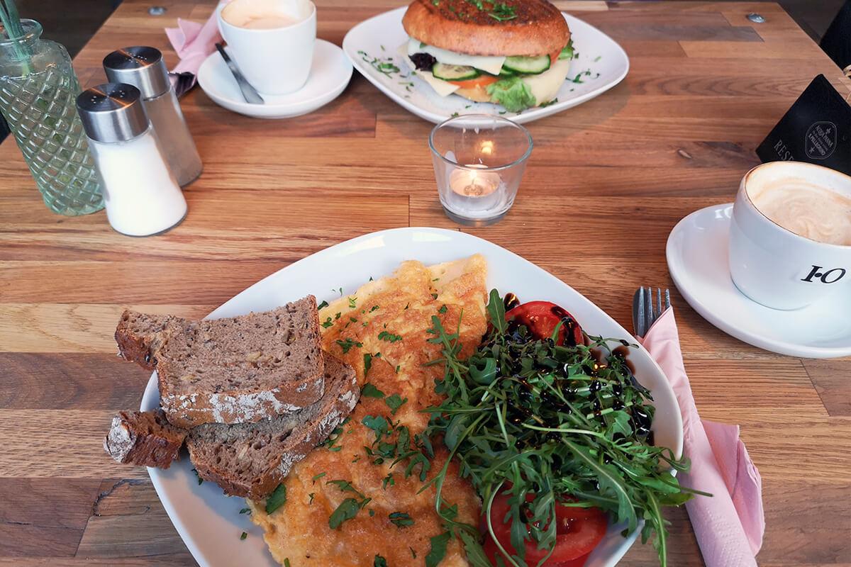 Das Bild zeigt eine Frühstücksvariation im Cafe Großartig.