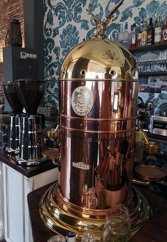 Das Bild zeigt die Kaffemaschine im Coretto.