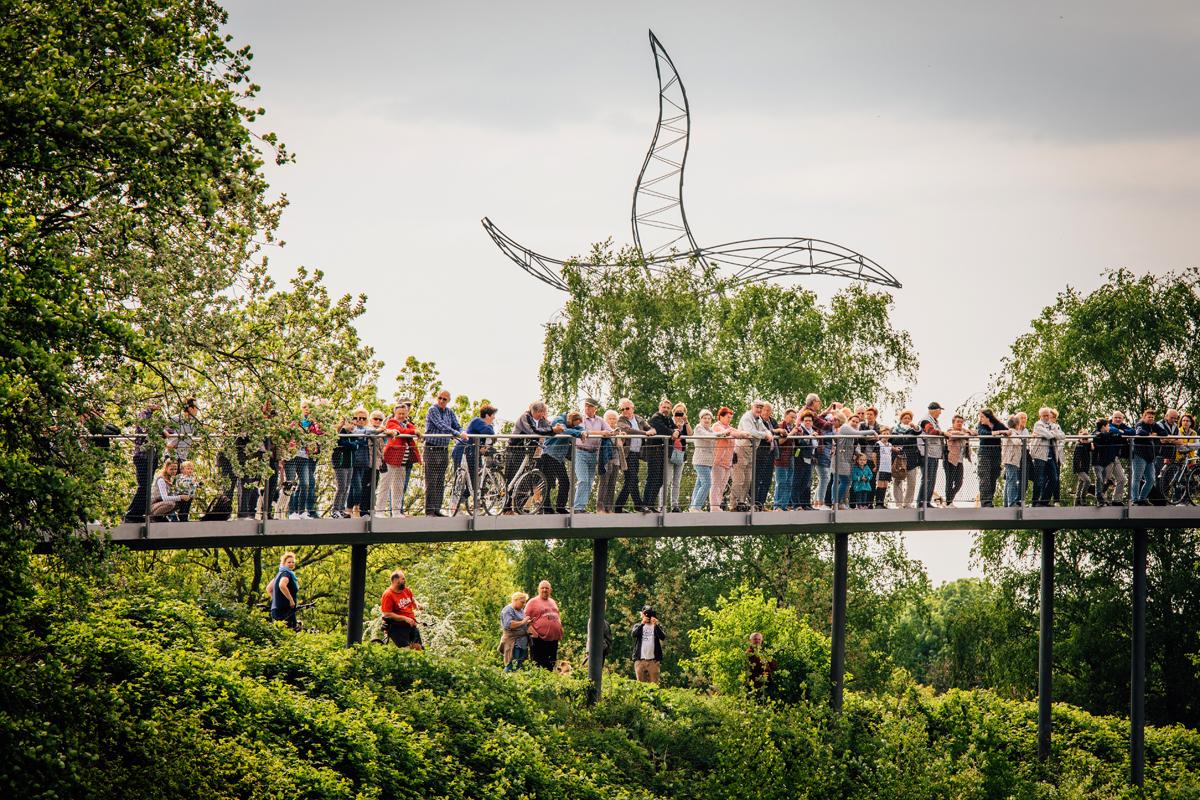 Das Foto zeigt eine Menschenmenge beim KulturKanal am Rhein-Herne-Kanal