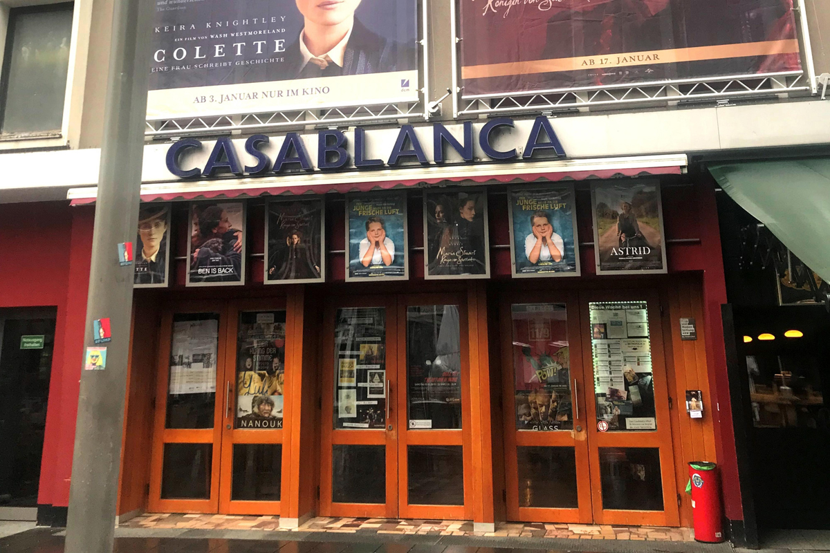 Das Bild zeigt den Eingangsbereich des Kinos Casablanca