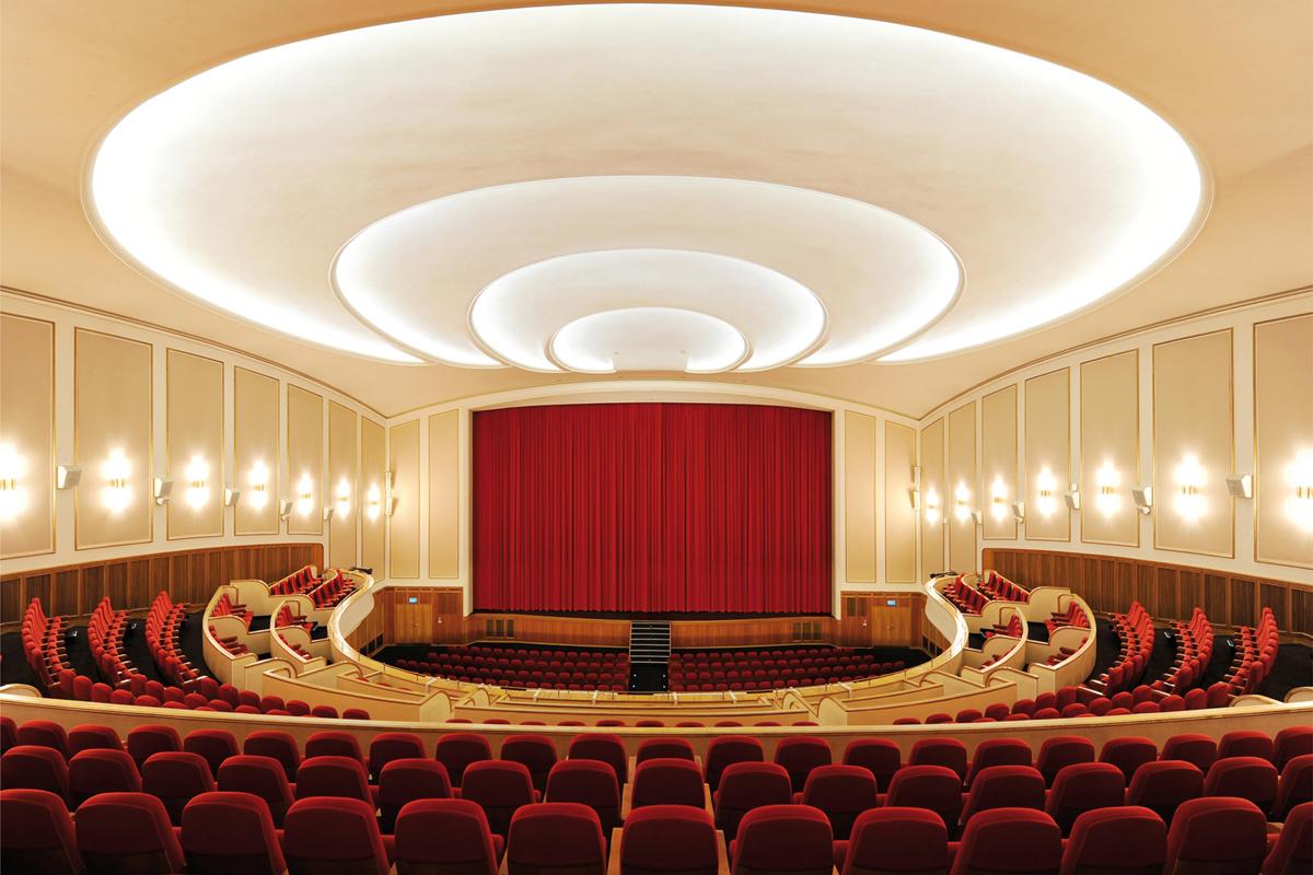 Das Bild zeigt einen Kinosaal der Lichtburg Essen