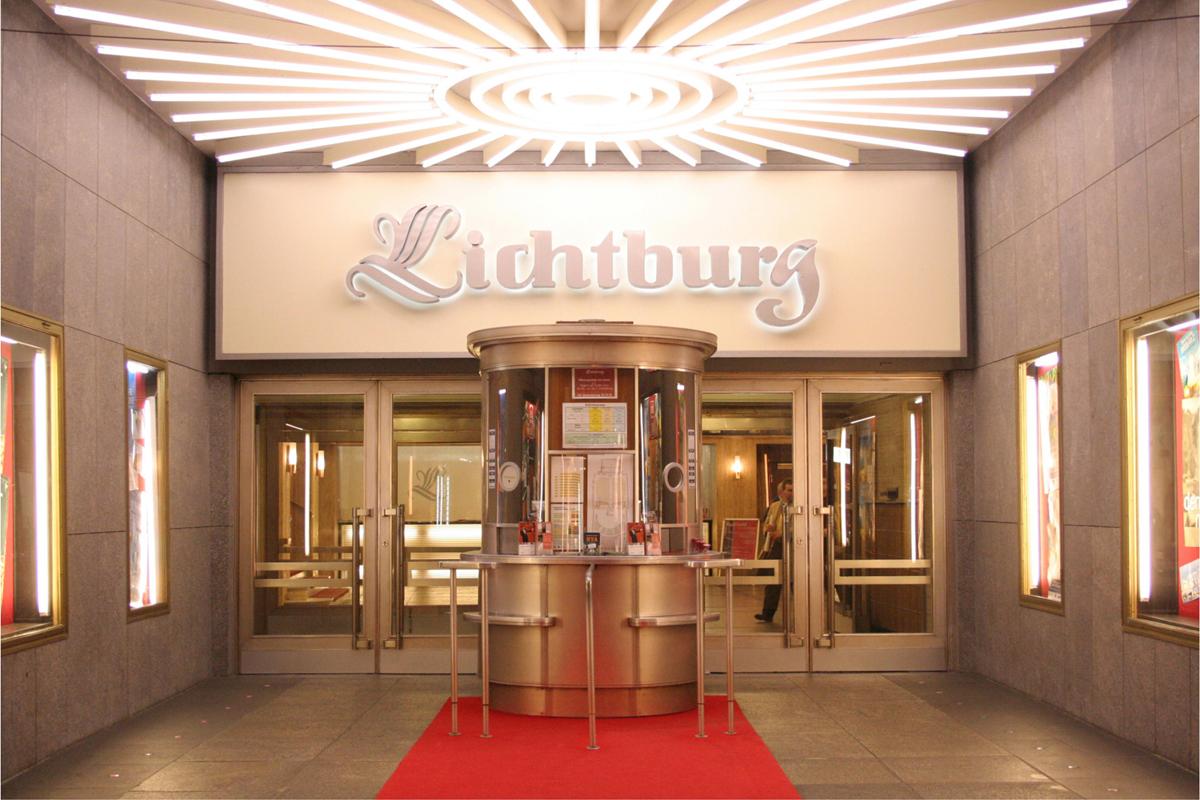 Das Bild zeigt den Eingangsbereich der Lichtburg in Essen