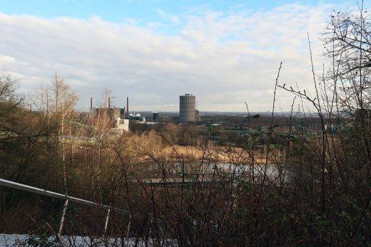 Das Foto zeigt die Aussicht von der Halde Beckstraße in Bottrop