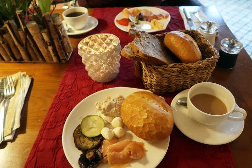 Das Foto zeigt einen Frühstückstisch im Schmücker Hof in Bottrop-Kirchellen