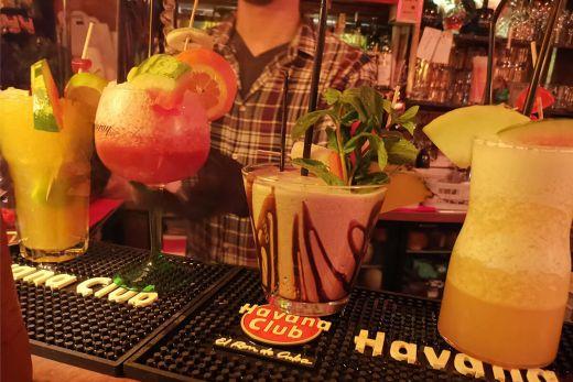 Das Foto zeigt Cocktails im Daktari in Essen