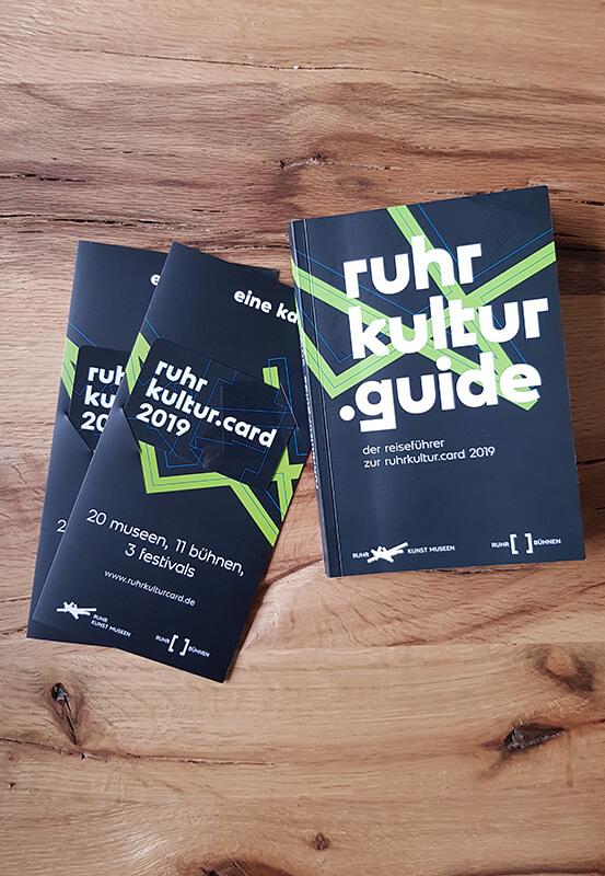 Das Foto zeigt die RuhrKultur.Card nebst ruhrkultur.guide