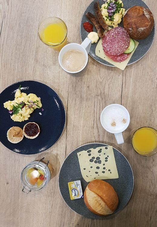 Das Foto zeigt das Frühstück im niu Cobbles in Essen