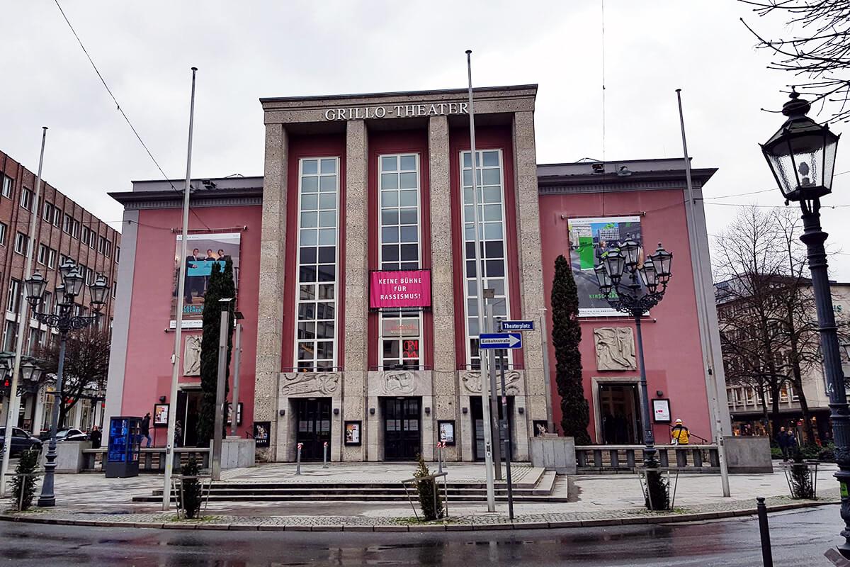 Das Foto zeigt das Grillo-Theater in Essen von außen