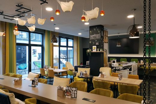 Das Foto zeigt den Frühstücks- und Aufenthaltsbereich des niu Cobbles in Essen