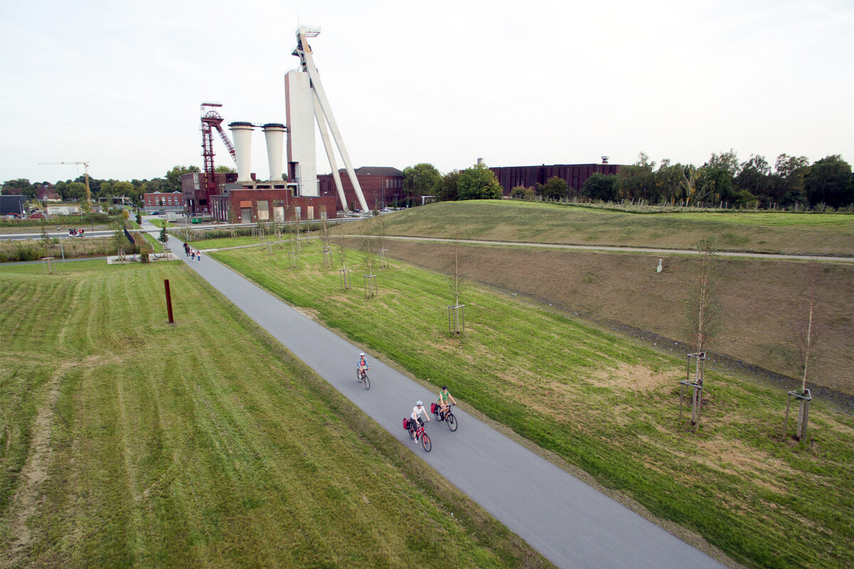 Das Foto zeigt die Bahntrasse Allee des Wandels an der Zeche Schlägel & Eisen