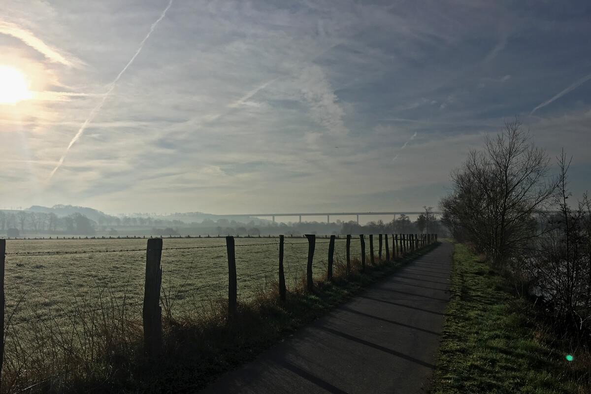Das Foto zeigt das Ruhrtal bei Mülheim an der Ruhr