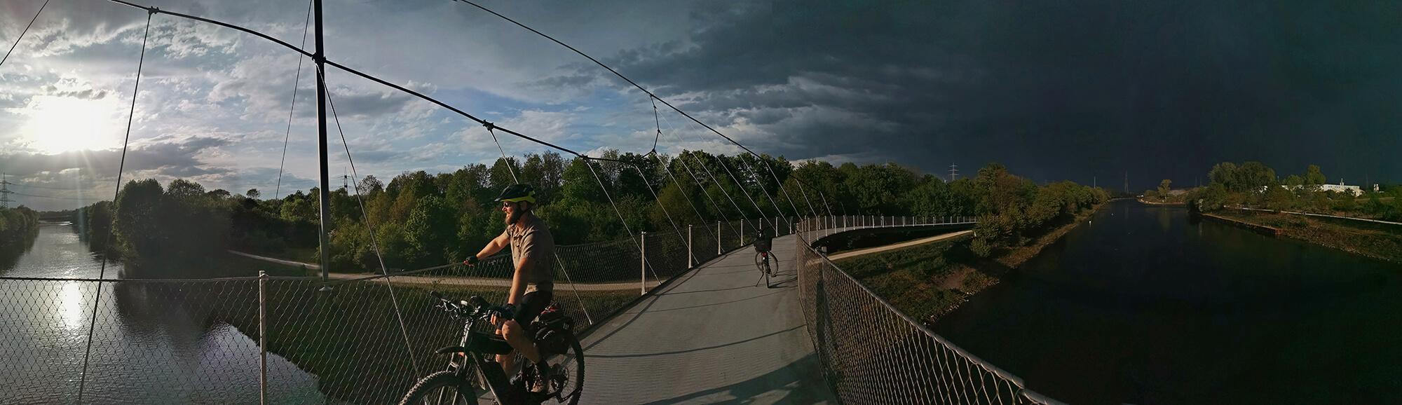 Das Foto zeigt einen Radfahrer auf der Grimberger Sichel