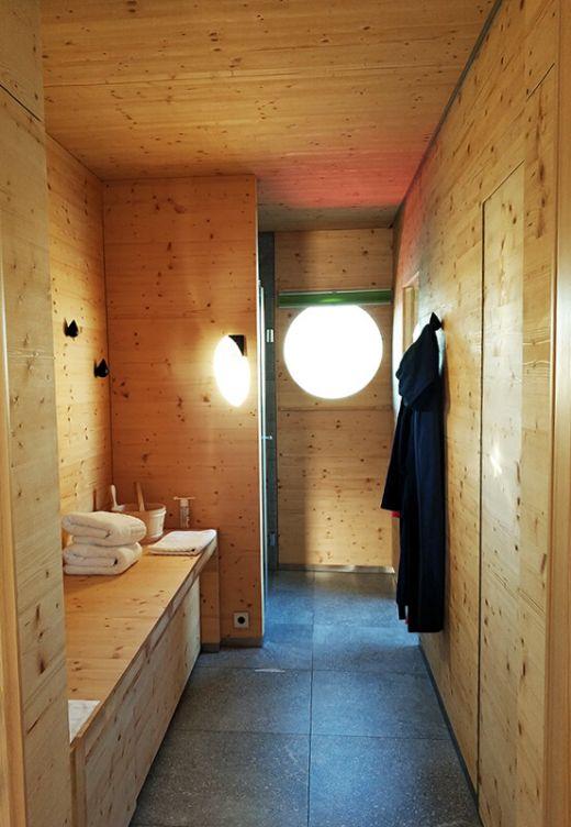 Das Foto zeigt den Saunabereich auf dem Hausboot am Niederrhein