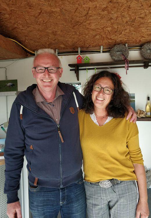 Das Foto zeigt Familie Dingebauer, die herzlichen Gastgeber der Hausboote am Niederrhein