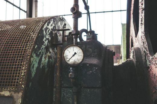 Das Foto zeigt eine Maschine auf dem Skywalk Phoenix West in Dortmund