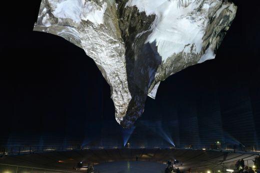 Das Bild zeigt die Matterhorn Skulptur im Gasometer Oberhausen