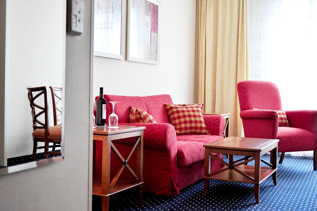 Das Foto zeigt eine Suite im Hotel Courtyard by Marriott Bochum Stadtpark
