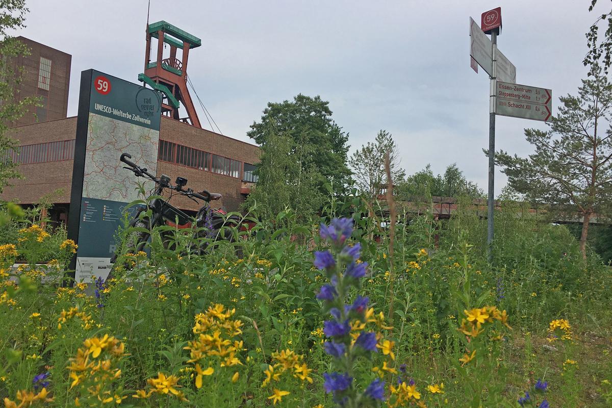 Das Bild zeigt den Start der Bahntrassen Tour auf dem UNESCO-Welterbe Zollverein