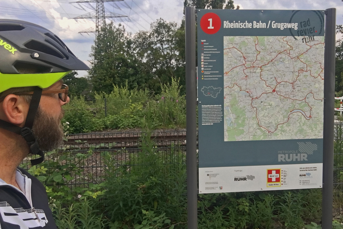 Das Bild zeigt die Knotenpunkttafel der Rheinischen Bahn