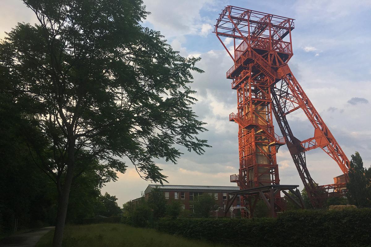 Das Bild zeigt den Förderturm des Phänomania Erfahrungsfeld auf dem Zollvereinweg