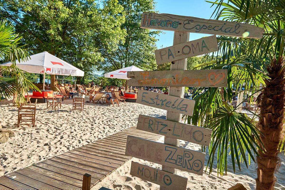 Das Foto zeigt das StrandDeck Kemnade am Kemnader See, eines der vielen Beach Clubs im Ruhrgebiet