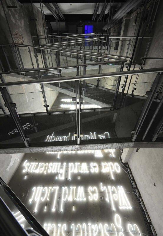 Das Bild zeigt eine Lichtinstallation im Lichtkunstzentrum Unna
