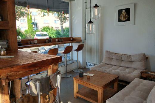Das Foto zeigt den Innenraum des Cafés Pottschwarz in Mülheim an der Ruhr