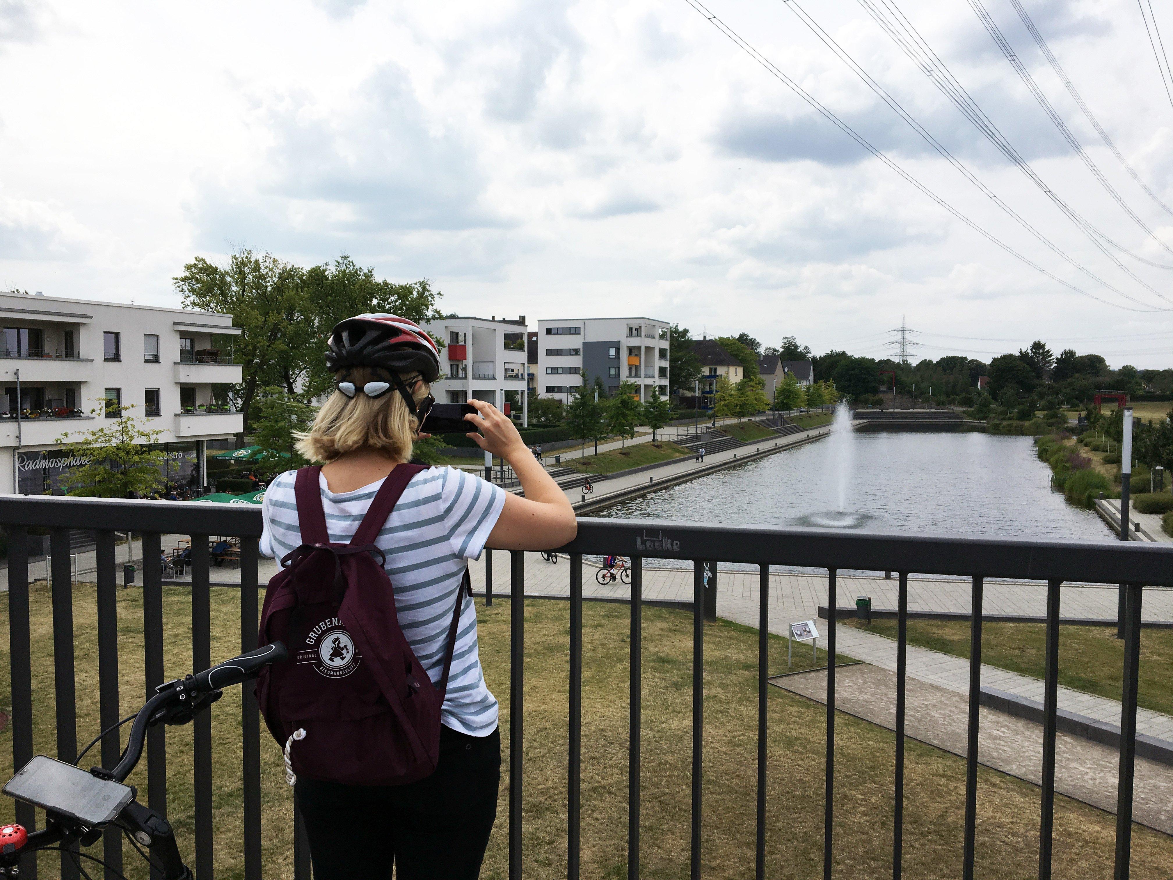 Das Bild zeigt die Aussicht auf den Niederfeldsee