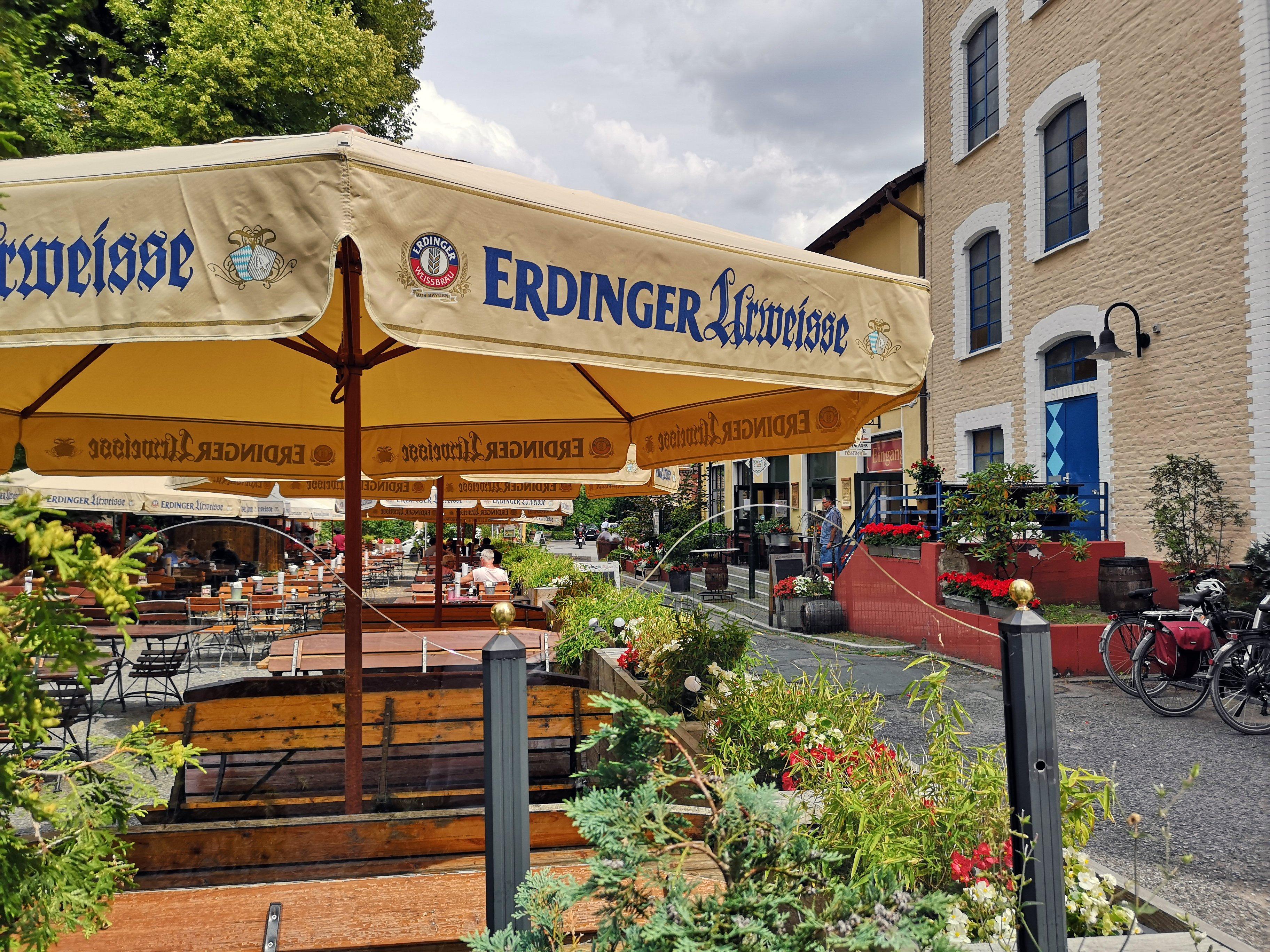 Das Bild zeigt den Biergarten der Dampfe in Essen Borbeck