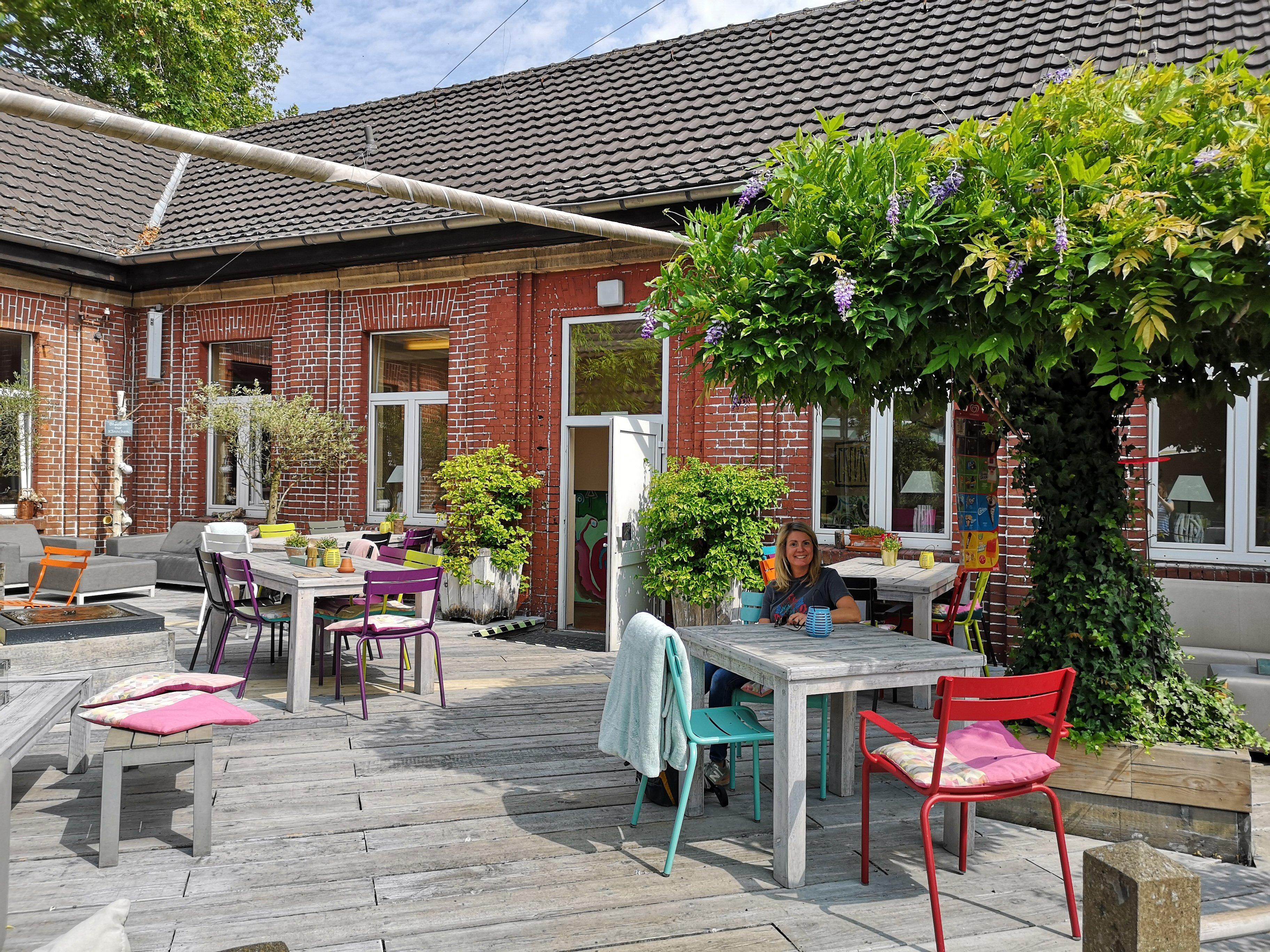 Das bild zeigt den Innenhof des In Hostel Veritas in Oberhausen
