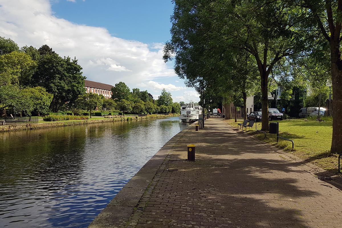 Das Foto zeigt die Ruhrpromenade von Mülheim an der Ruhr